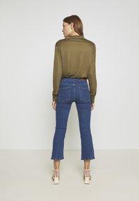 Twist & Tango - JO - Flared Jeans - mid blue - 2