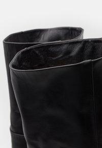 Samsøe Samsøe - MYRASSA BOOT  - Kozačky nad kolena - black - 5