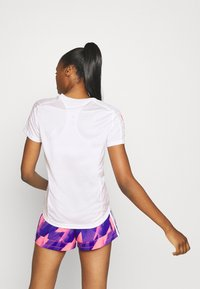 adidas Performance - OWN THE RUN TEE - T-shirts med print - white/signal pink - 2