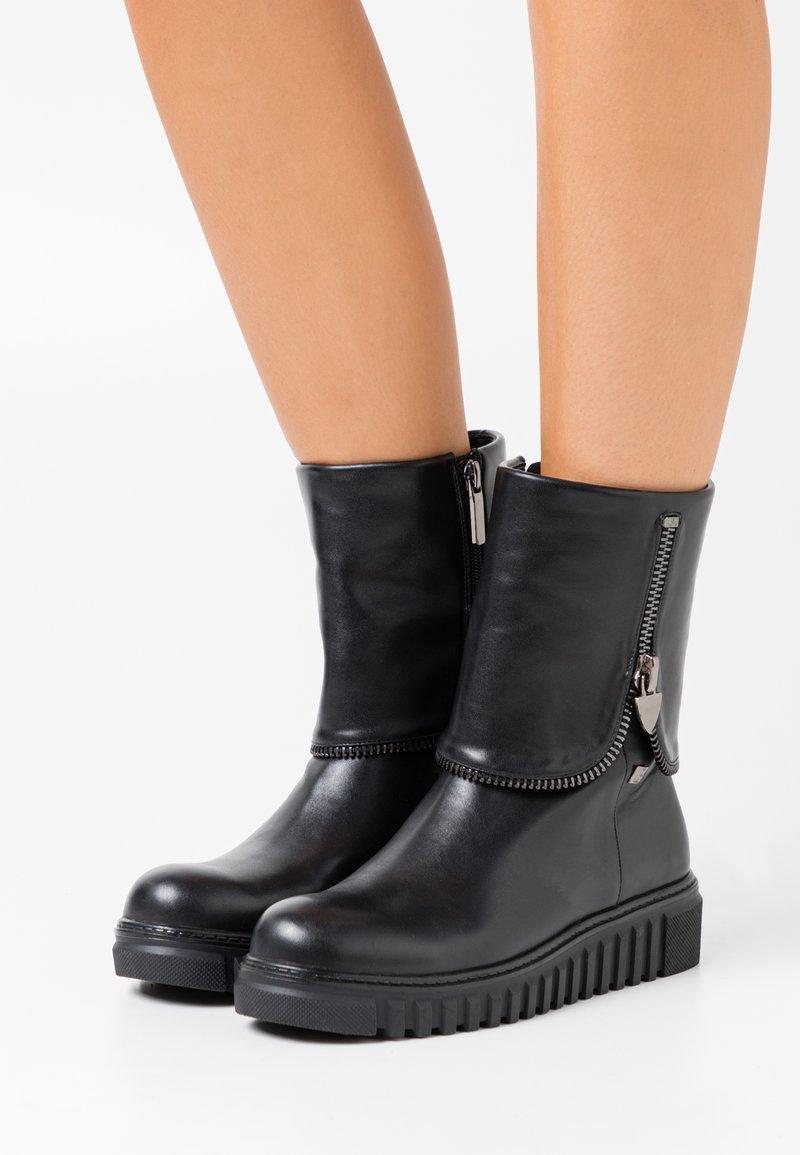 Laura Biagiotti - Kotníkové boty na platformě - black