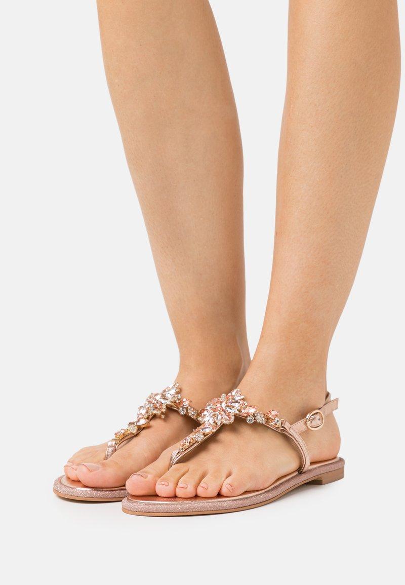 Alma en Pena - T-bar sandals - rose