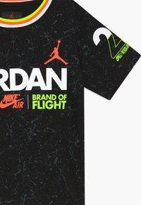 Jordan - SCHOOL OF FLIGHT TEE - Print T-shirt - black - 3