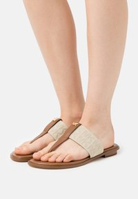 MICHAEL Michael Kors - VERITY THONG - Sandály s odděleným palcem - hemp - 0
