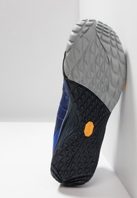 Merrell - TRAIL GLOVE 5 - Trail running shoes - surf the web - 4