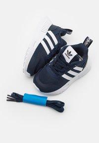 adidas Originals - SMOOTH RUNNER SHOES - Trainers - collegiate navy/footwear white/dash grey - 5