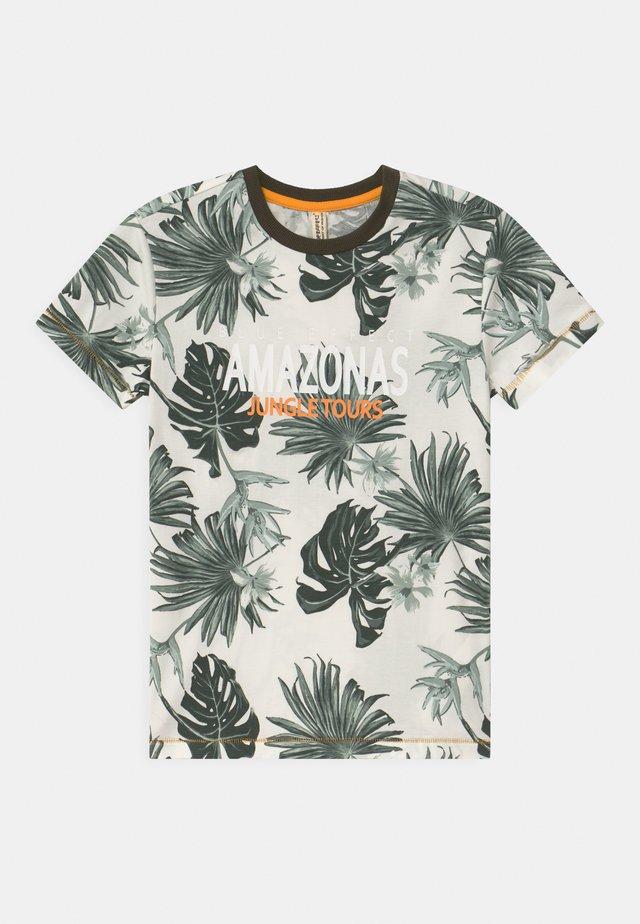 BOYS AMAZONASTRIP - T-shirt med print - blaetter grün