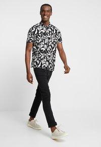 Pier One - Slim fit jeans - black - 1