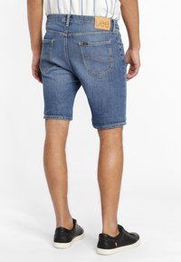 Lee - RIDER - Shorts di jeans - blue - 2