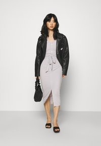 Missguided Petite - RIBBED BUTTON FRONT DRESS - Jumper dress - grey - 1