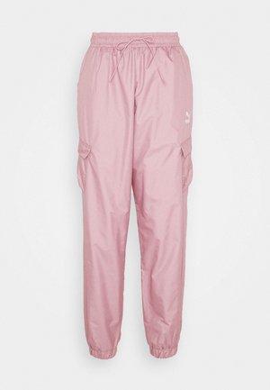 CLASSICS UTILITY PANTS - Pantalon de survêtement - foxglove