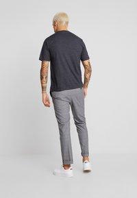 Calvin Klein Jeans - CORE EMBRO TEE - Jednoduché triko - black - 2