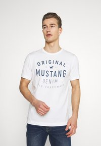 Mustang - AARON - Triko spotiskem - cloud dancer - 0