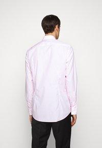 HUGO - KASON - Chemise classique - bright pink - 2