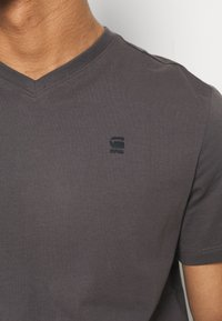 G-Star - BASE-S V T S\S - T-shirt basic - lt shadow - 5