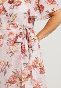 Forever New Curve - EMMALINE FLUTTER WRAP MAXI CURVE DRESS - Vapaa-ajan mekko - vintage blush - 6
