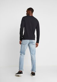 Tommy Hilfiger - LONG SLEEVE TEE - Long sleeved top - black - 2