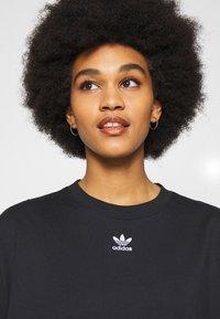 adidas Originals - TEE - T-shirts - black - 3