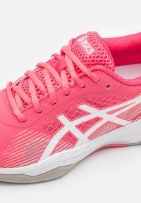 ASICS - GEL-GAME 8 - Scarpe da tennis per tutte le superfici - pink cameo/white - 5
