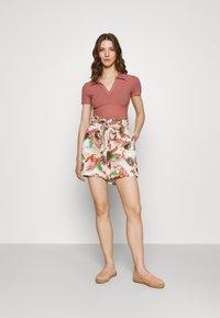 Vero Moda - Shorts - birch/selma - 1