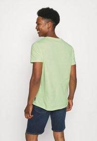 YOURTURN - RAW EDGE UNISEX - Basic T-shirt - green - 2