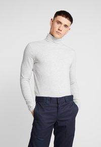 Only & Sons - ONSMICHAN SLIM ROLLNECK TEE - Long sleeved top - light grey melange - 0