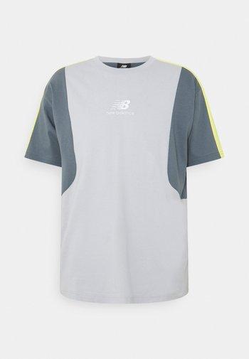 Print T-shirt - light cyclone
