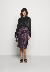 Bruuns Bazaar - TREE VIOLIS SKIRT - A-line skirt - artwork purple - 1