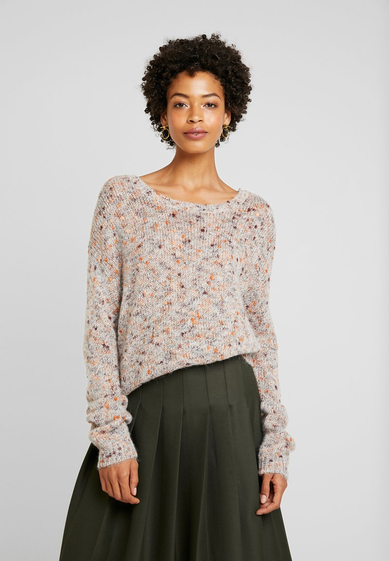Cream - DICTE OVERSIZE JUMPER - Jumper - soft camel