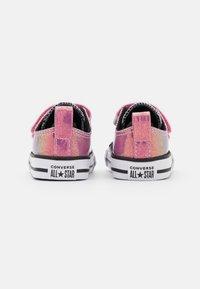 Converse - CHUCK TAYLOR ALL STAR GLITTER - Sneakers basse - white/black/magic flamingo - 2
