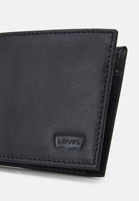 Levi's® - CASUAL CLASSICS HUNTE COIN BIFOLD BATWIN - Plånbok - regular black - 3