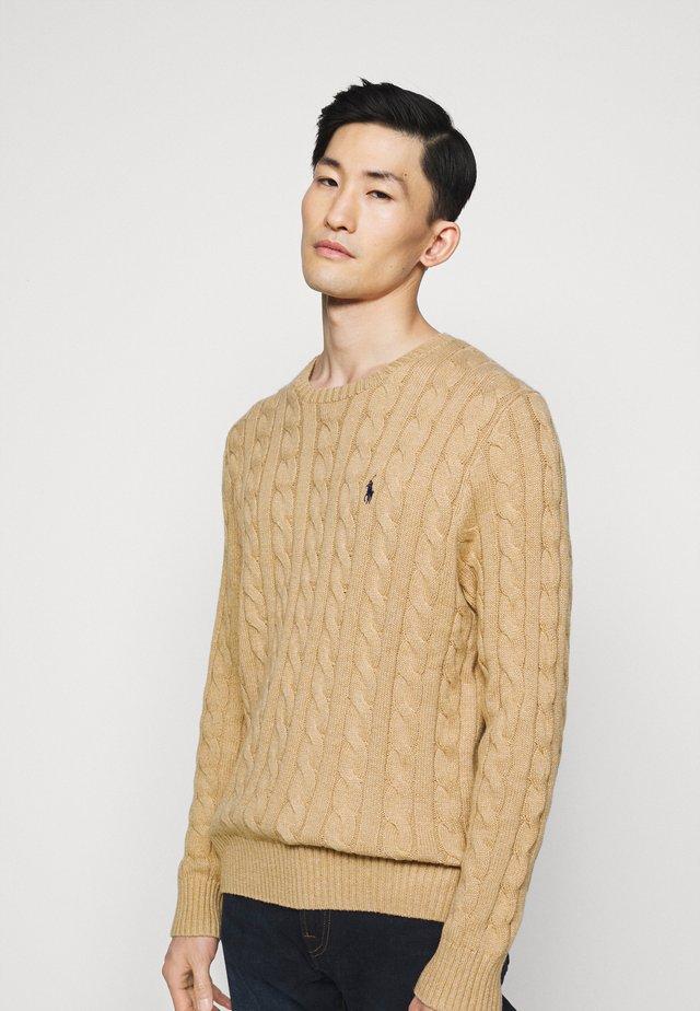 CABLE - Pullover - camel melange