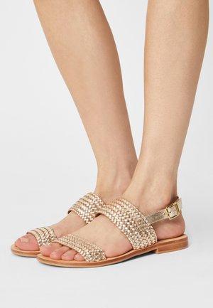 INTY - Sandaalit nilkkaremmillä - gold