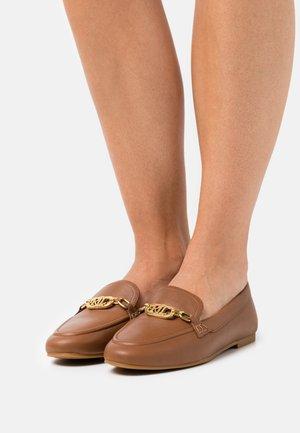 AVERI FLATS CASUAL - Mocasines - deep saddle tan