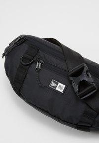 New Era - WAIST BAG LIGHT - Bum bag - black - 3