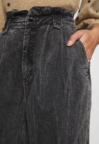 Gestuz - AVILINE - Relaxed fit jeans - medium grey - 5