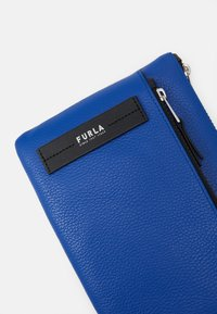 Furla - TECHNICAL CROSSBODY POUCH UNISEX - Across body bag - bluette - 5