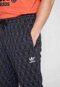 adidas Originals - TREFOIL MONOGRAM GRAPHIC SPORT PANTS - Spodnie treningowe - black - 4