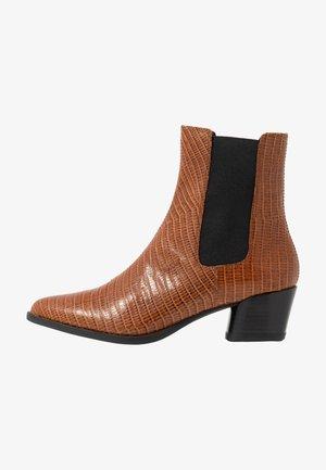 LARA - Kotníkové boty - cognac