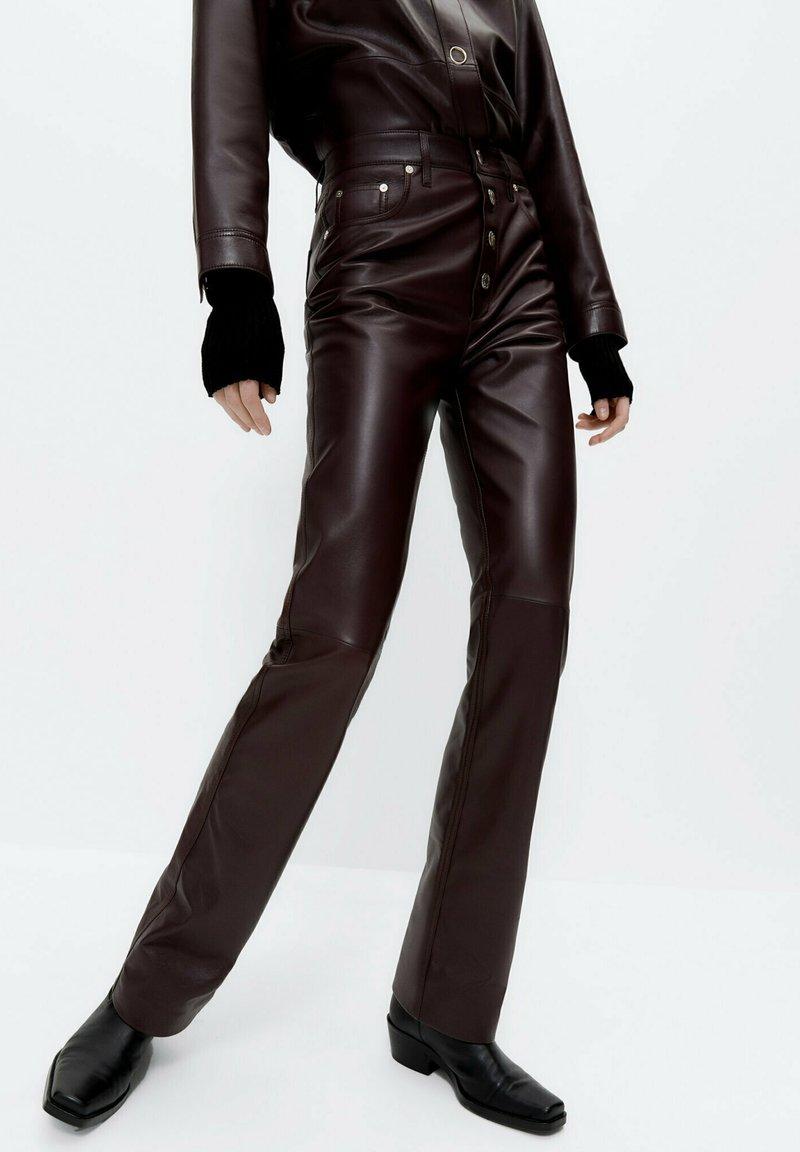 Uterqüe - Leather trousers - bordeaux