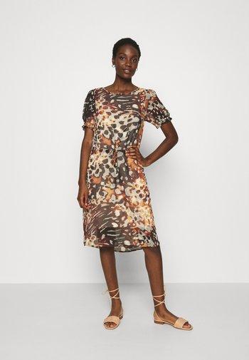 SC-KARITA 3 - Day dress - dark caramel/combi