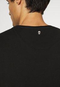 Key Largo - INDICATE ROUND - Print T-shirt - black - 5