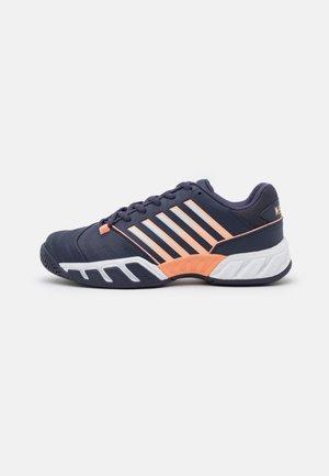 BIGSHOT LIGHT 4 - Tenisové boty na všechny povrchy - stormy weather/white/icy morn