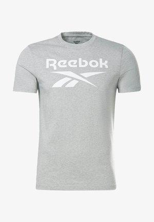 GRAPHIC SERIES REEBOK STACKED T-SHIRT - Print T-shirt - grey