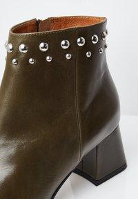 RISA - Classic ankle boots - grün - 4
