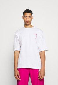 YOURTURN - UNISEX - T-shirt med print - white - 0