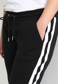 Urban Classics Curvy - LADIES COLLEGE CONTRAST - Tracksuit bottoms - black/white - 4