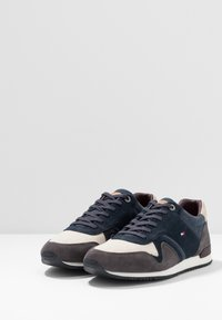 Tommy Hilfiger - ICONIC MIX RUNNER - Sneakers - blue - 2