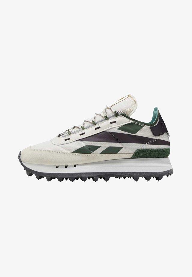 LEGACY 83 - Sneakers laag - alabas/utigrn/propnk