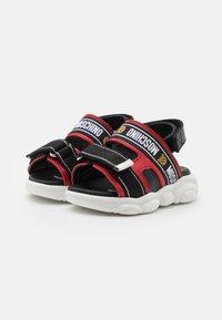 MOSCHINO - UNISEX - Sandals - red/black - 1
