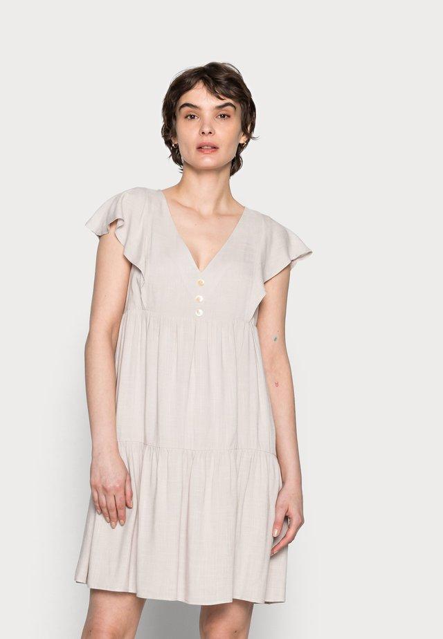 LPRESENTE - Denní šaty - milk